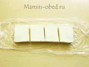 вынимаем и разрезаем десерт