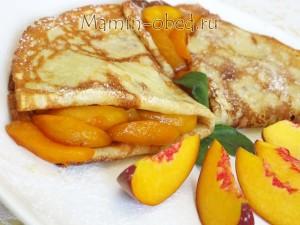 готовые блинчики с персиками