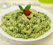 Макароны с зеленым соусом из шпината