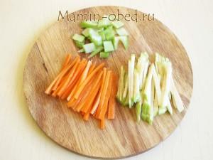 нарезаем овощи тонкой соломкой