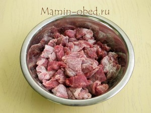 обваливаем мясо в муке