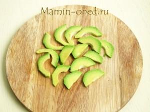 нарезаем авокадо