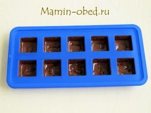 заполняем форму шоколадом
