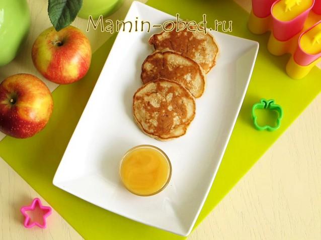 Яблочные оладушки с корицей